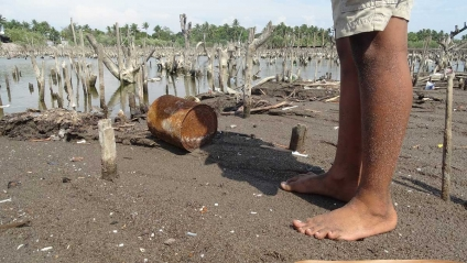 La agonía de una aldea tragada por el mar